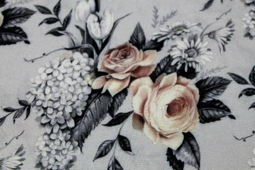 Viskosestoff Daisy Rosen und Hortensien auf Hellgrau