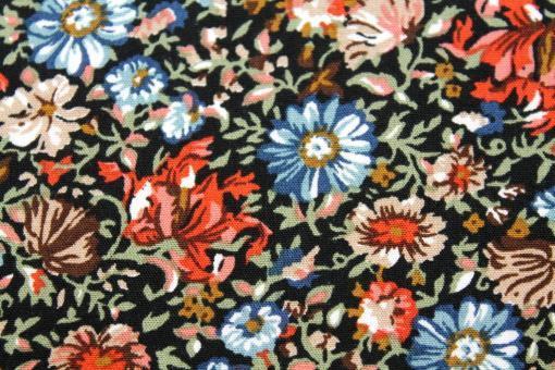 Viskosestoff Blumenmeer auf Schwarz