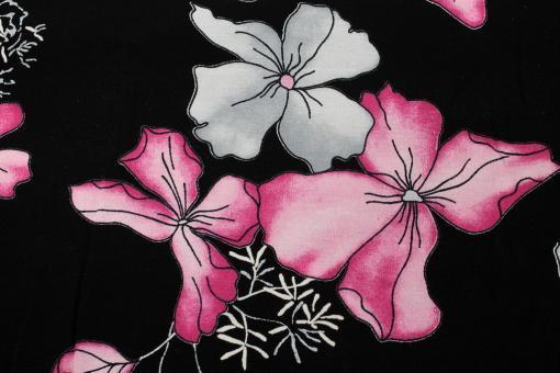 Viskosestoff pinke Blumen auf Schwarz